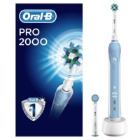 Oral B Power toothbrush pro 200 cross action box